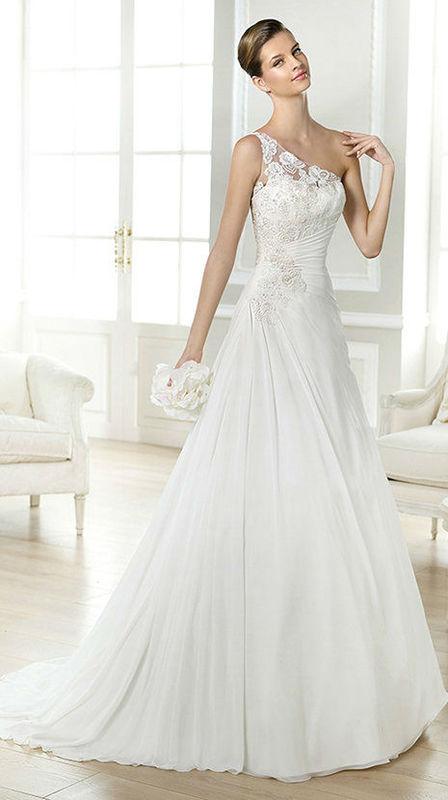 Beispiel: Hochzeitsmode, Foto: Brautmoden Felice.