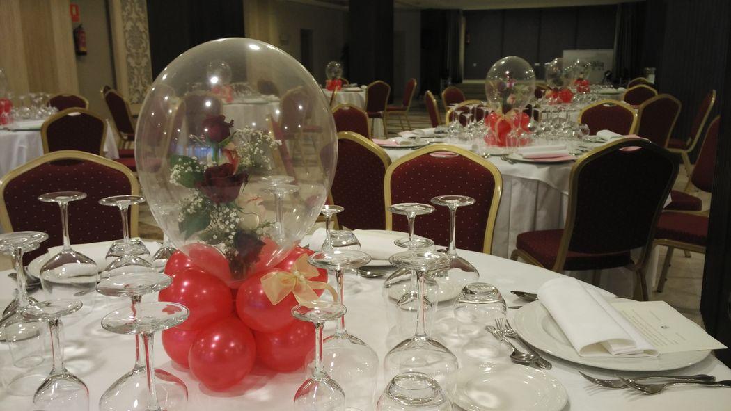 Centros de Mesa con Flores Englobadas en globo Cristal.