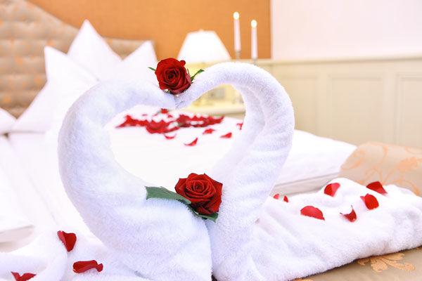 Beispiel: Hochzeitssuite, Foto: Dehner Blumen Hotel.