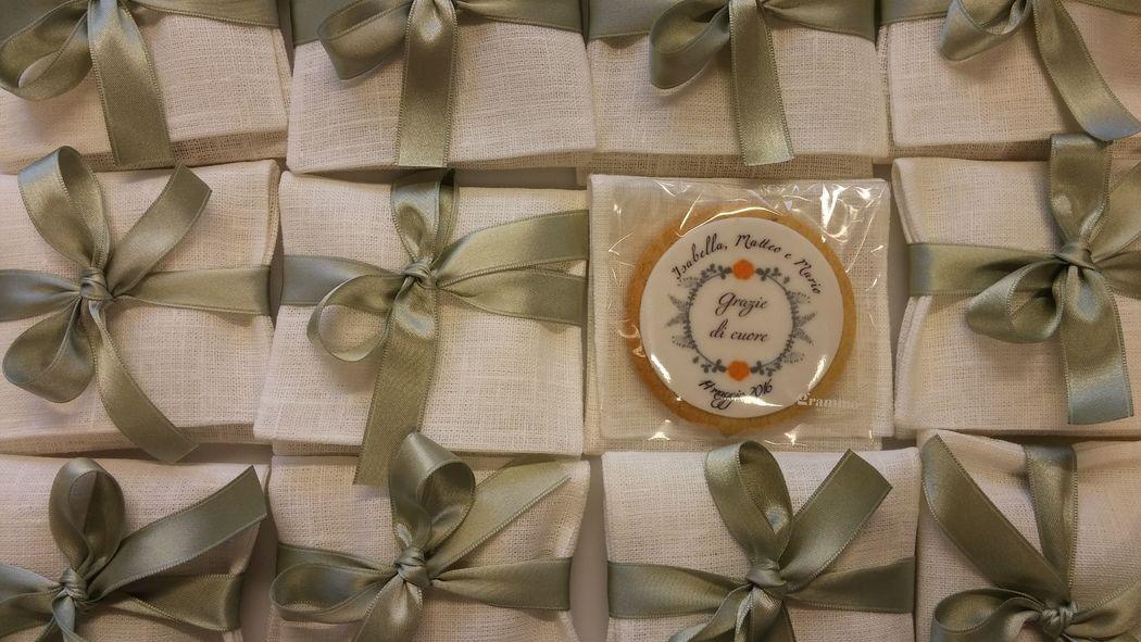Grammo Milano bomboniera lino con biscotto personalizzato