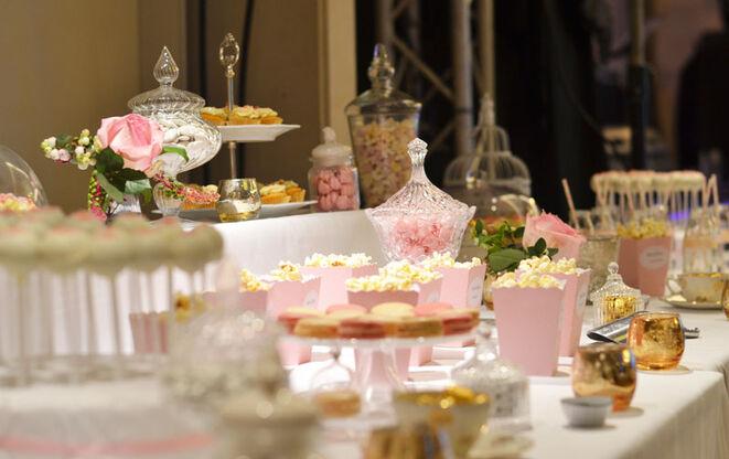 Buffet dessert rose et or