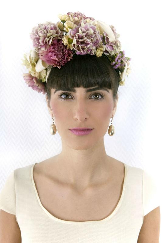 Beispiel: Blumenschmuck für den Kopf, Foto: Blumenbar.
