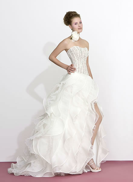 Beispiel: Hochzeitskleider mit Wow-Effekt, Foto: Zoro Sposa.
