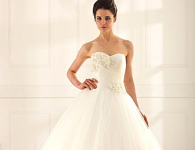 Beispiel: Brautkleid Pure 01, Foto: Loreley - Dresses for the Moment.