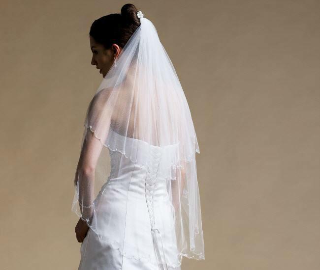 Beispiel: Umfassendes Sortiment, Foto: Magy's Brautmode.