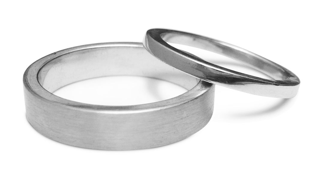 Aros de matrimonio Oro blanco 18k con acabados satinado y pulido en modelo cuadrado y cinta cuadrada.