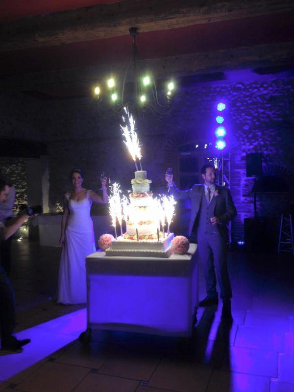 l'Arrivée du Wedding cake accompagné de ses fontaines à chocolat