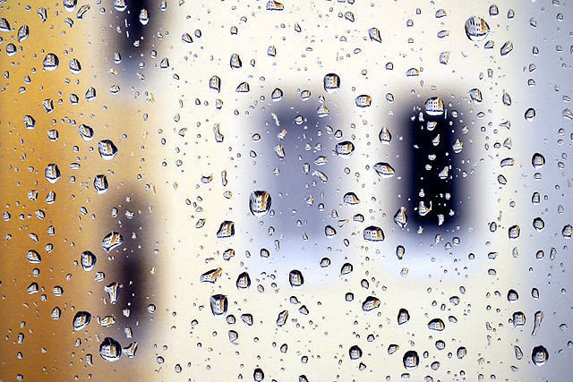 Beispiel: Regentropfen, Foto: wedDROPS.