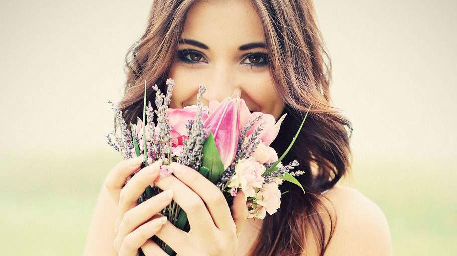 Beispiel: Braut mit Brautstrauß, Foto: Blumen Isabella.