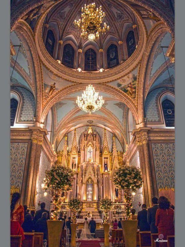 Detalles con Ángel Eventos   (Decoración de Iglesia con flor natural)