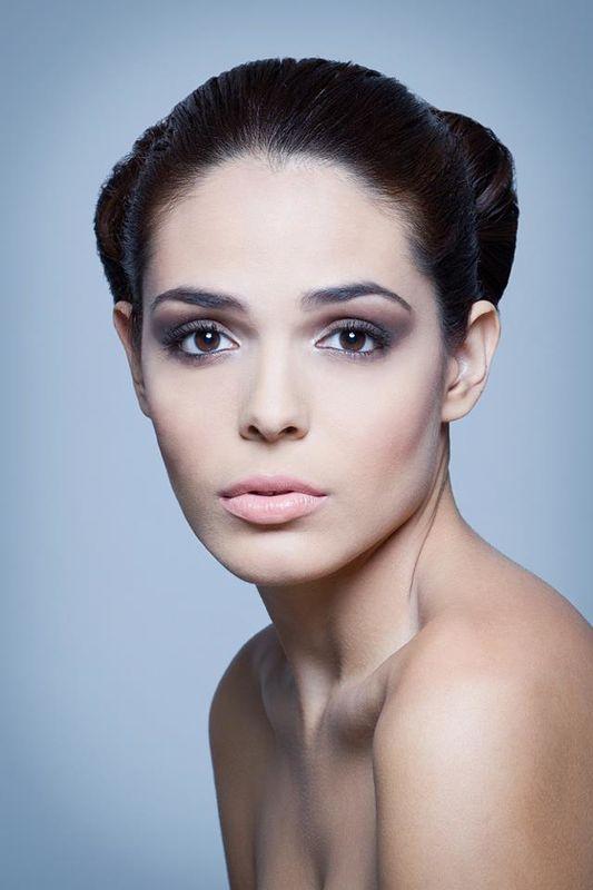 Maquillaje.- Adriana Mendoza