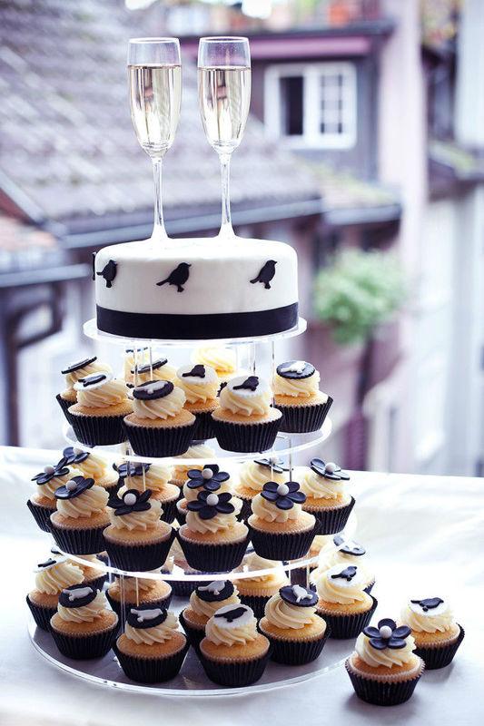 Beispiel: Ihre ganz persönliche Hochzeitstorte, Foto: Cupcake Affair.
