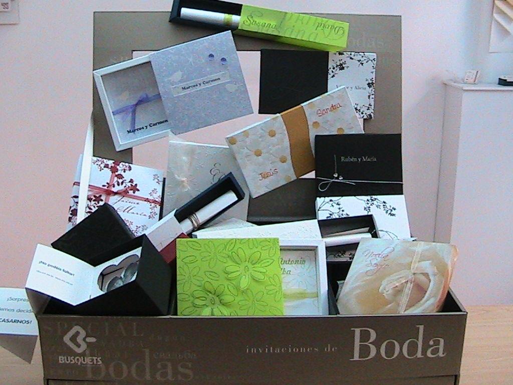 INVITACIONES - TENDENCIAS Invitaciones innovadoras. Invitaciones de boda presentadas en caja. Diseños muy actuales.