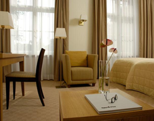 Beispiel: Zimmer, Foto: Schloss & Gut Liebenberg.