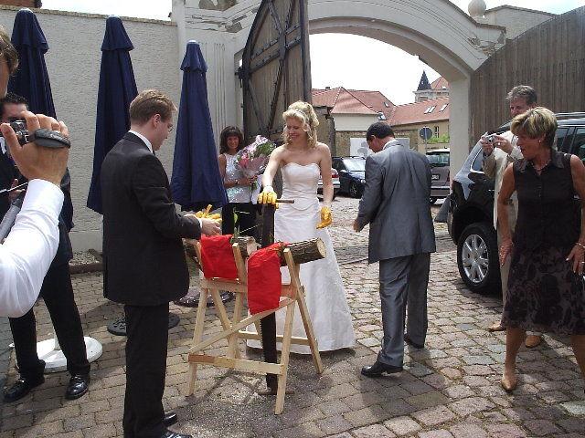 Beispiel: Brautpaar im Innenhof, Foto: Villa del Vino.