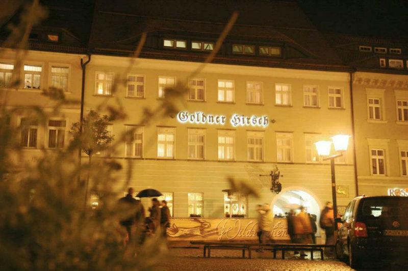 Beispiel: Vorderansicht Nacht, Foto: AKZENT Hotel Goldener Hirsch.