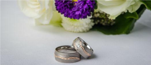 Beispiel: Von Eheringen bis Hochzeitsfloristik, Foto: First Class Wedding