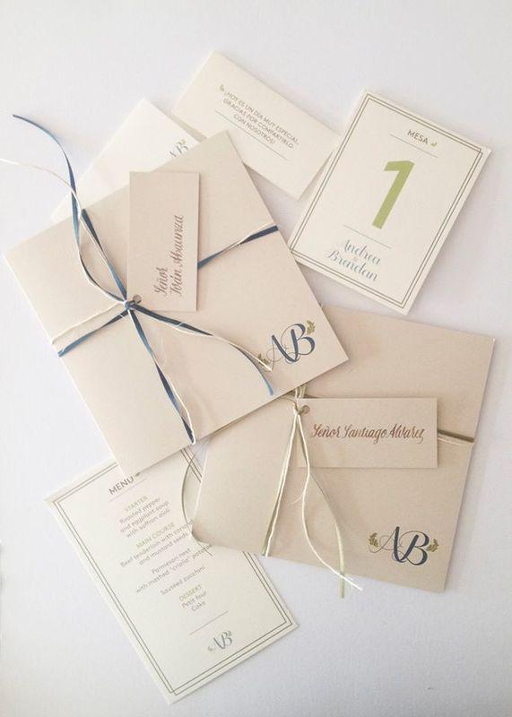 Piezas para matrimonio. Hicimos el diseño gráfico y la escritura a mano de las invitaciones y tarjetas de agradecimiento.