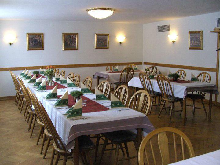 Beispiel: Festliche eingedeckte Tische, Foto: Gasthof Weisses Rössle.
