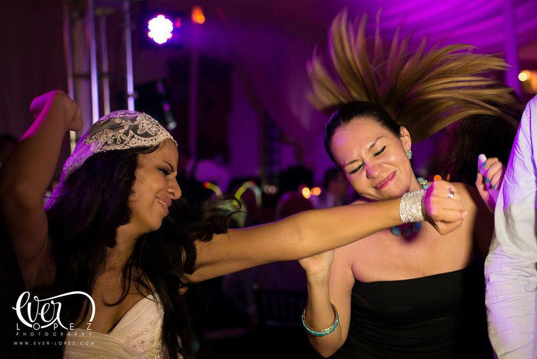 Fotos de la recepcion fiesta en hacienda santa Lucia en Zapopan Jalisco mexico  Fotografia de boda por fotografo profesional de bodas Ever Lopez