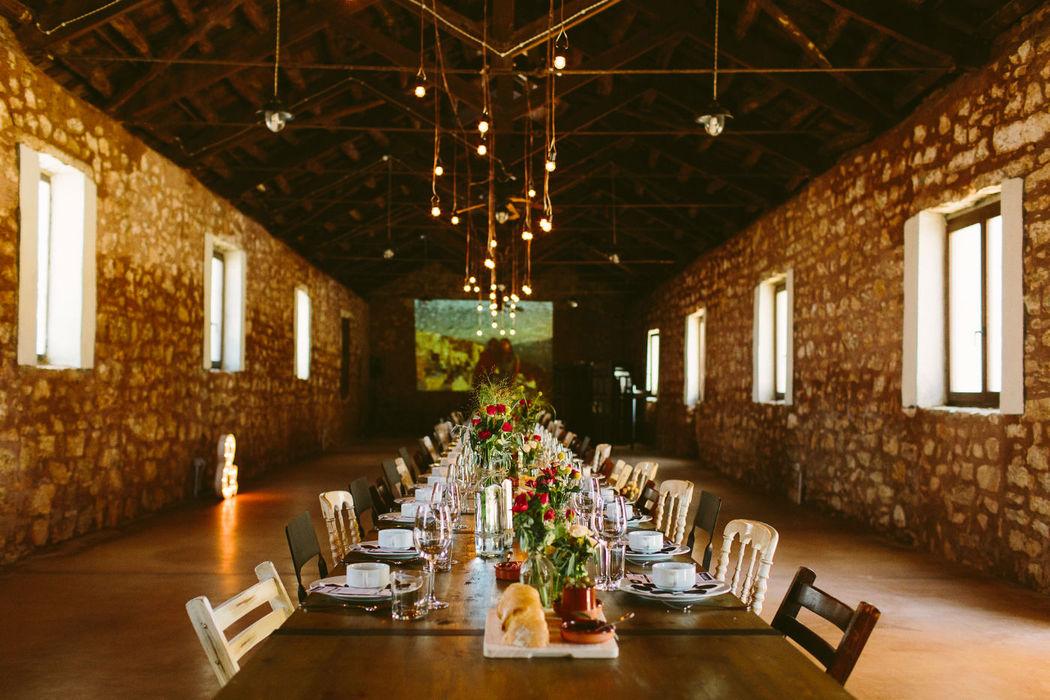 Montaje de mesas e iluminación. Valentinas