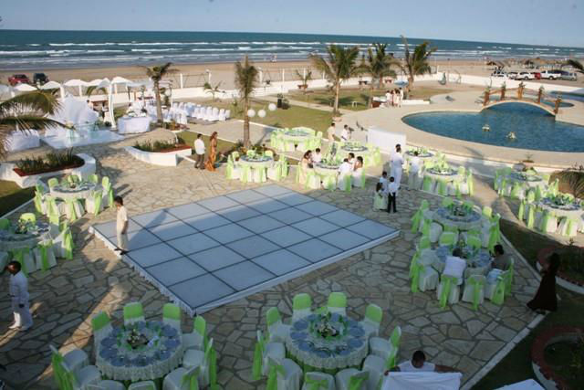 Eventos formales hasta 1000 invitados en la explanada del Club de Playa con vista al mar. Hotel Doña Juana Cecilia en Tamaulipas