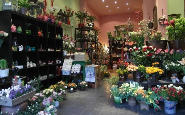 Beispiel: Von Brautstrauß über Blumenanstecker bis hin zur Blumendekoration, Foto: stielart.