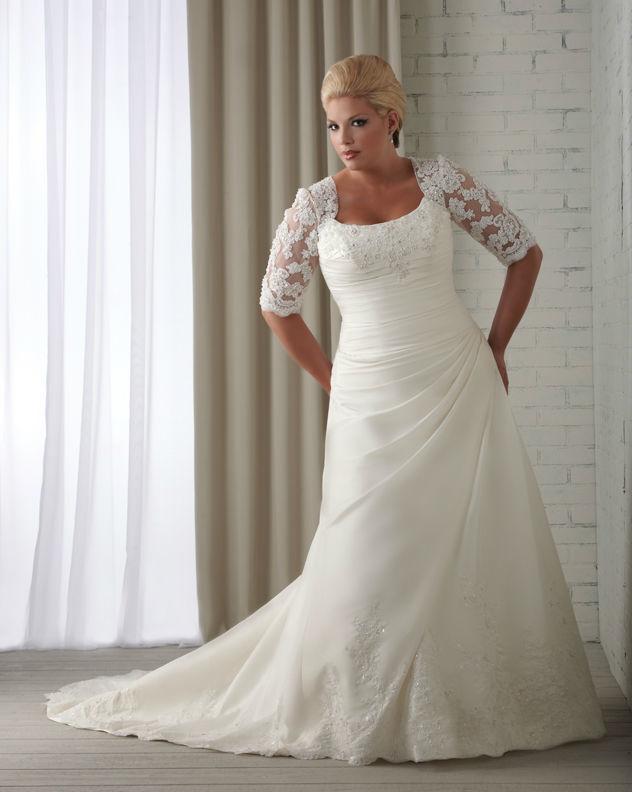 Beispiel: Schickes Brautkleid in großer Größe, Foto: Brautstudio Sposa Favola.