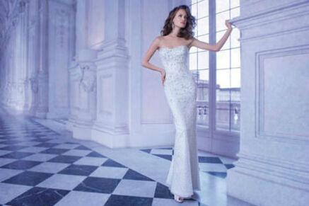 Beispiel: Enggeschnittenes Brautkleid, Foto: Brautmode Milojka.