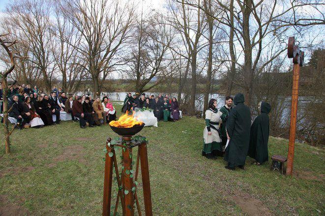 Beispiel: Heidnische Hochzeitszeremonie, Foto: Eheleite.com.