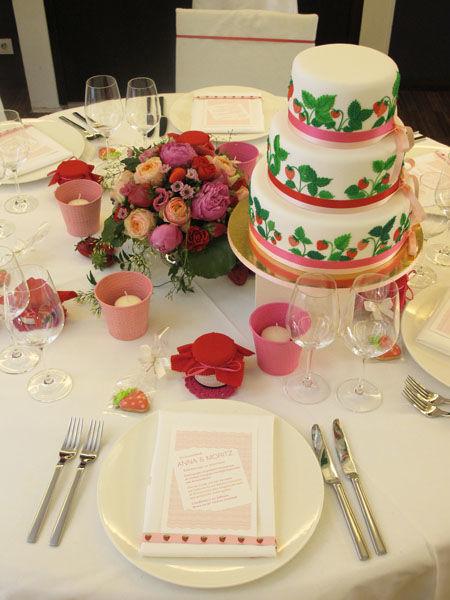 Beispiel: Hochzeitstorte Kollektion Strawberry Fields, Foto: Madame Miammiam.