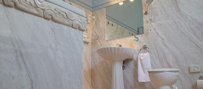 Beispiel: Badezimmer, Foto: Schlosshotel Ralswiek.