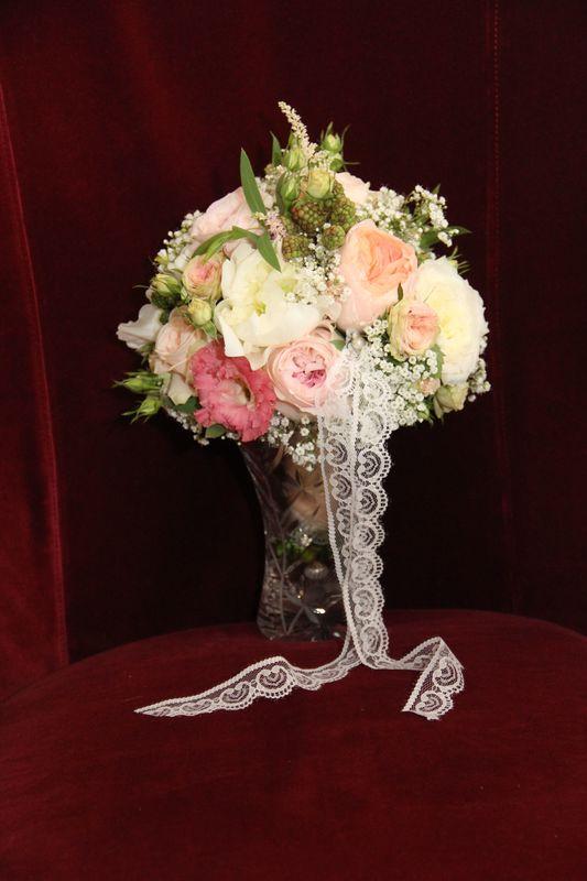 So edel...wieder David-Austin-Rosen und ihre Hofstaatblümchen...das war königlich!