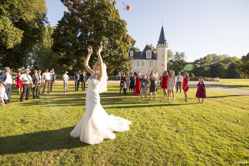 Lancé de bouquet - Mariage au Chateau d'Agassac à Ludon-Médoc, Bordeaux