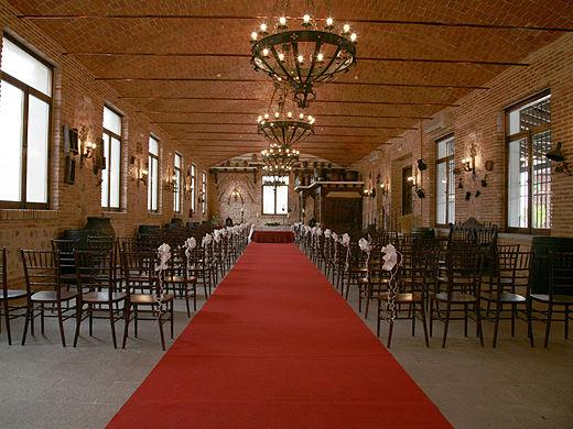Amplios espacios para celebración de bodas