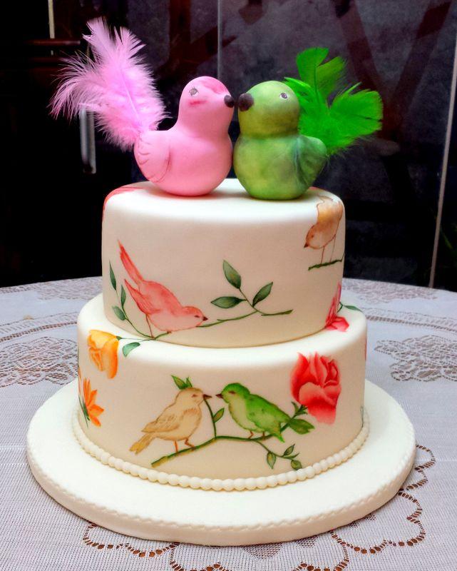 Torta Pajaritos Vintage pintada. (pajaritos porcelana fría) Cake frutado al pisco acholado.