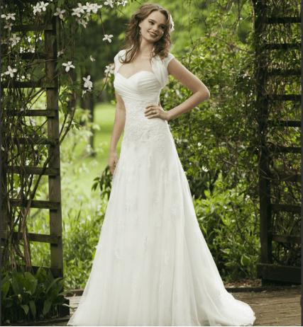 Beispiel: Elegante Brautkleider, Foto: La Diva Brautmoden.