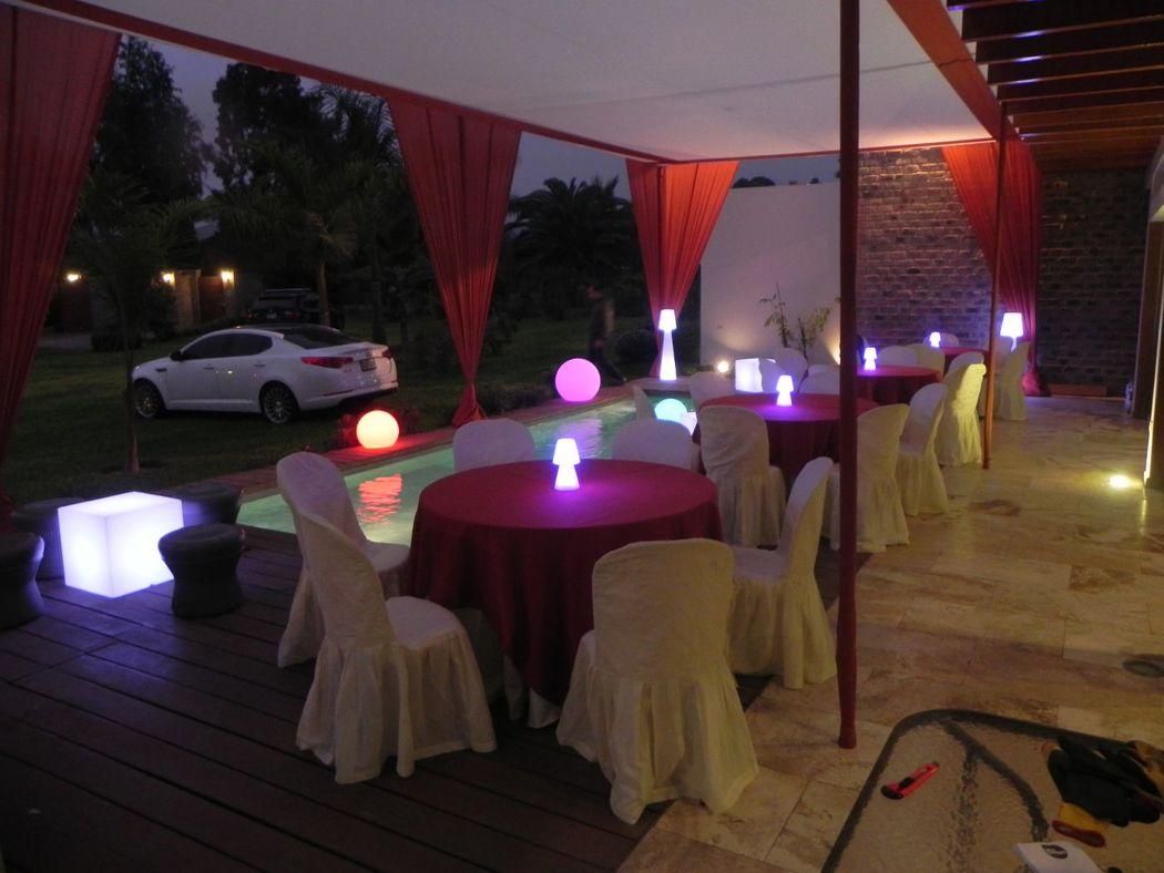 Decoración e iluminación de eventos, piscinas y jardines.