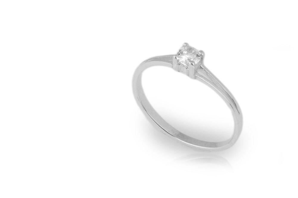Solitario en oro blanco y diamante de .15ct