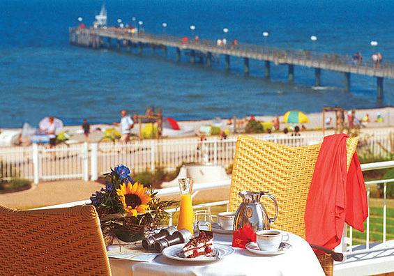 Beispiel: Ostseeterrasse, Foto: Travel Charme Ostseehotel Kühlungsborn.