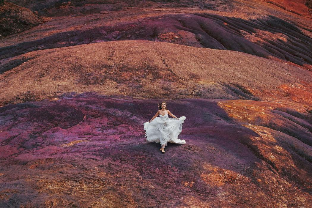 Красивая невеста, на все 100 процентов выразить ее красоту, романтичную природу, показать свадебное платье во всем великолепии. Поместить невесту в необычную локацию. Все это умею делать великолепно.