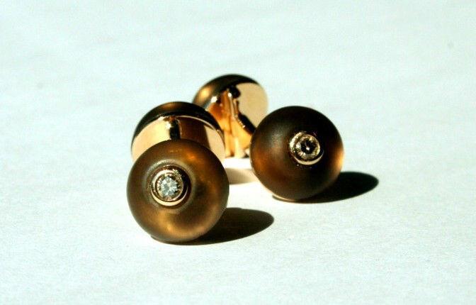Beispiel: Manschettenknöpfe, Foto: Juwelier Theobald.