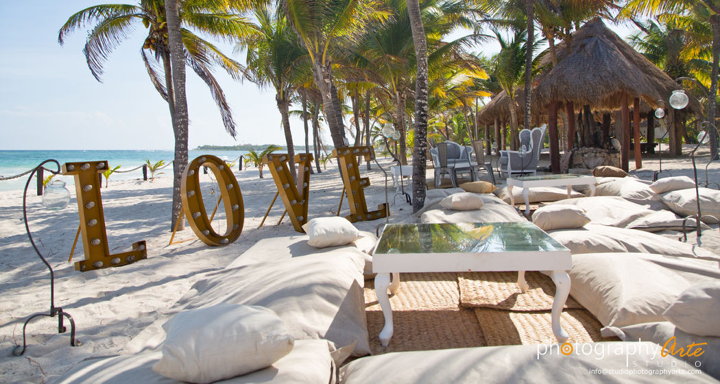 Montaje lounge LOVE @RivieraMaya #Utopik #WeddingPlanner