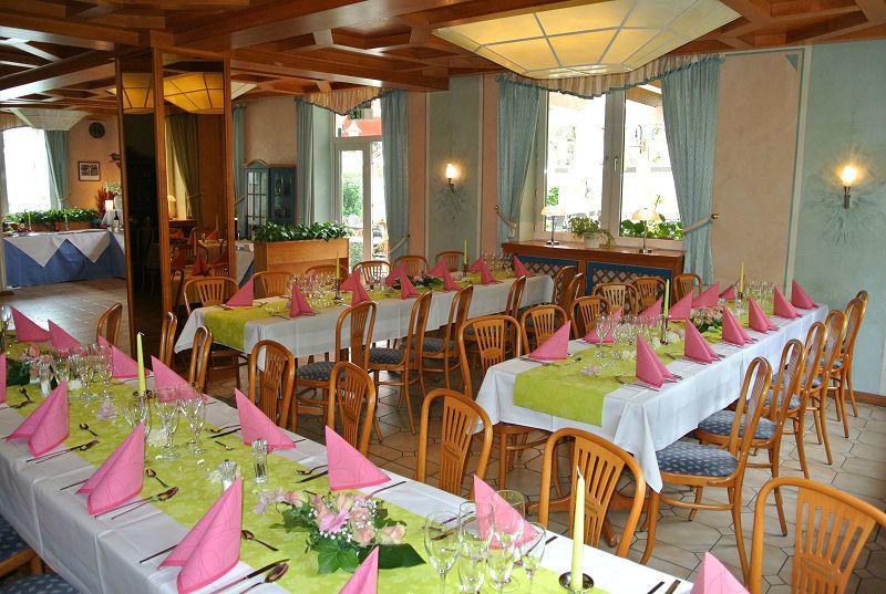 Beispiel: Festliche Tafel - Tischdekoration, Foto: Restaurant Prinzenquelle.