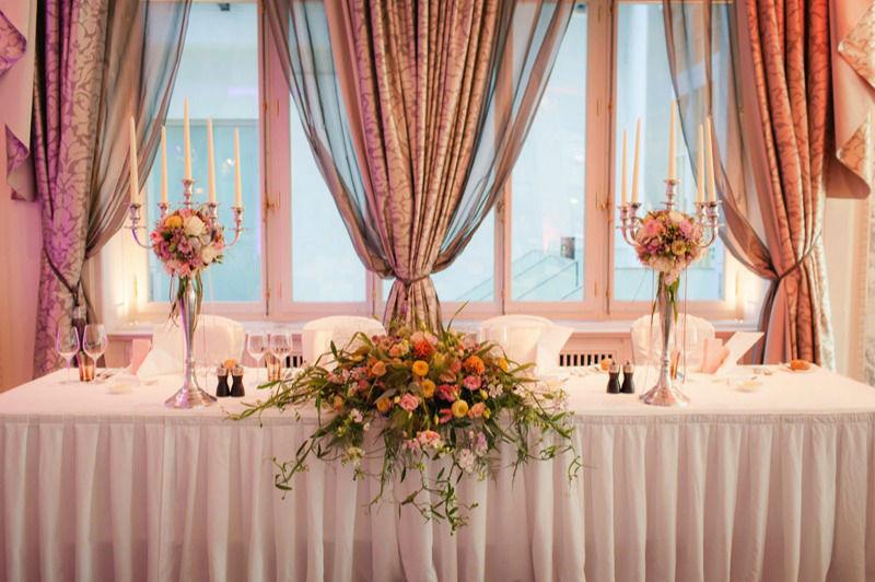 Beispiel: Florale Tischdekoration, Foto: Blattglanz.