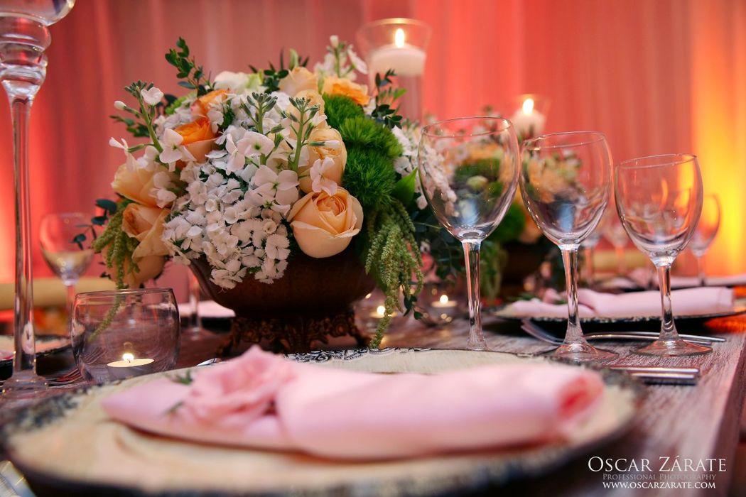 Los diseños florales son de nuestra compañía hermana Blossom
