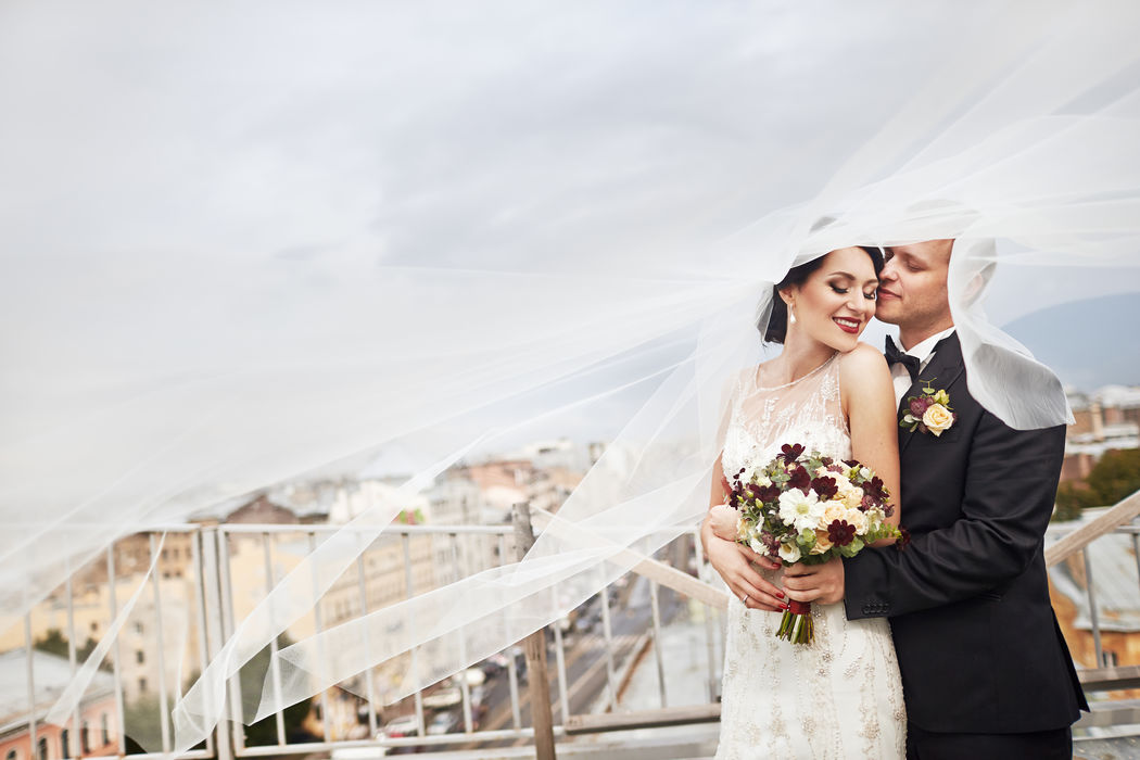 Букет невесты из кустовых розочек, лизиантуса, скабиозы, космеи, астранции, брунии и эвкалипта  Флорист Рина Озерова