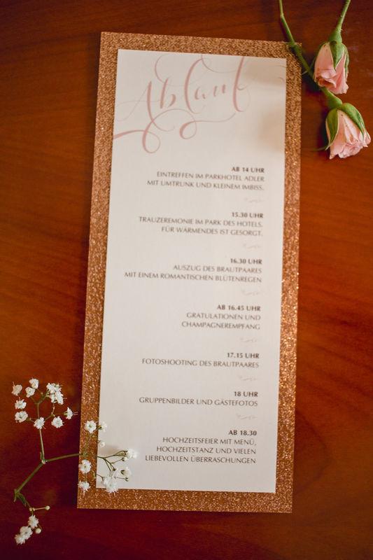 Trauablaufkarte/Kirchenprogramm zum Farbthema Kupfer und Rosé mit glitzerndem Rand