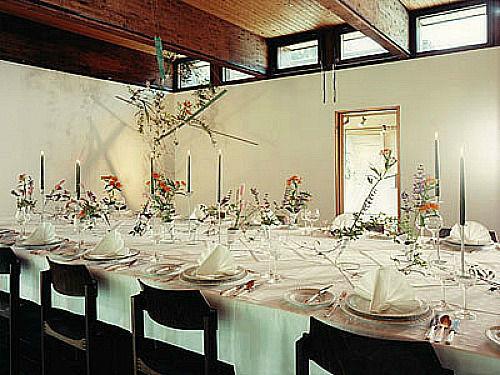 Beispiel: Tischdekoration, Foto: Blütenraum.