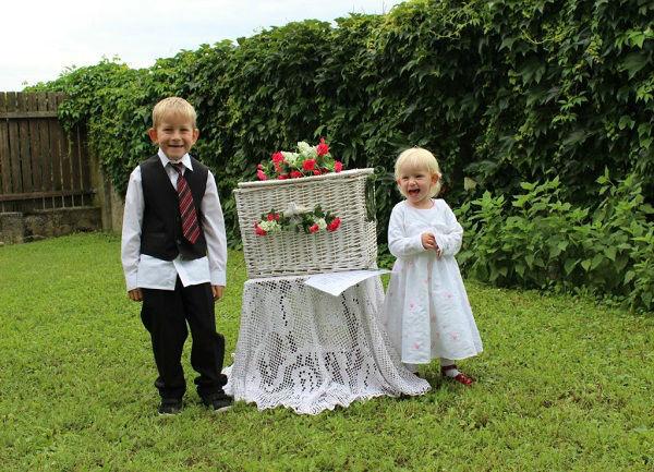 Beispiel: Taubentruhe mit Kindern, Foto: Hochzeitstauben Michaela Kohl.